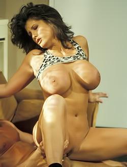 Холли боди порно полнометражное кино фото 108-317