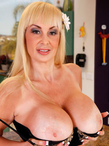 The Lewd Blonde Milf Britney Oneil Makes The Hard Dick Disappear Between Her Soft Jugs