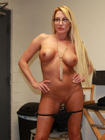 Jennifer Best Is One Of The Popular Busty Milfs On Define Babe. She Is The Best.