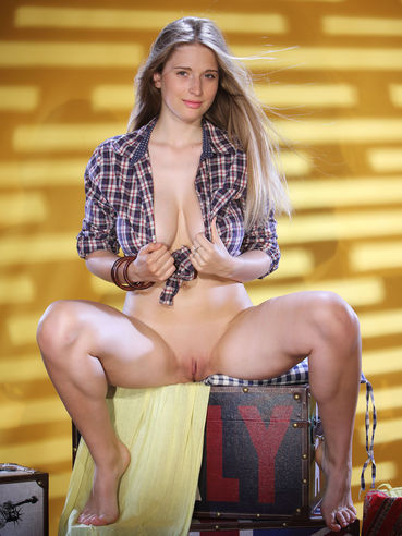 Topless Sheela Bella Nude Pictures
