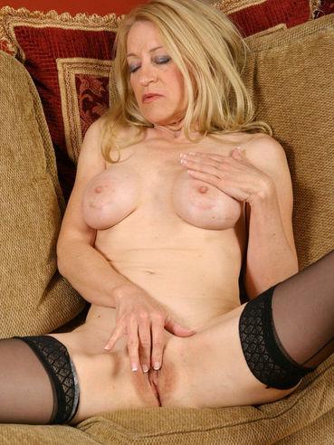 Robin pachino 50 backdoor mature mom - 2 7