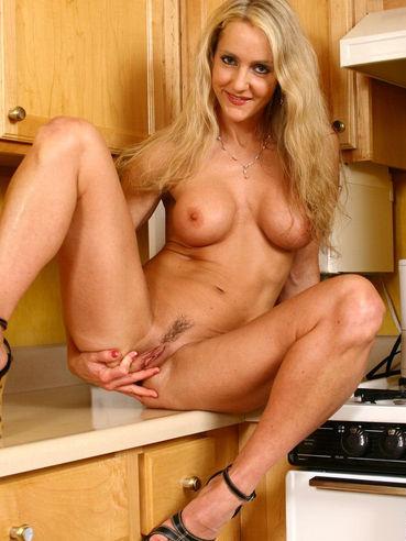 Blond busty pornstar on roberto malone 3