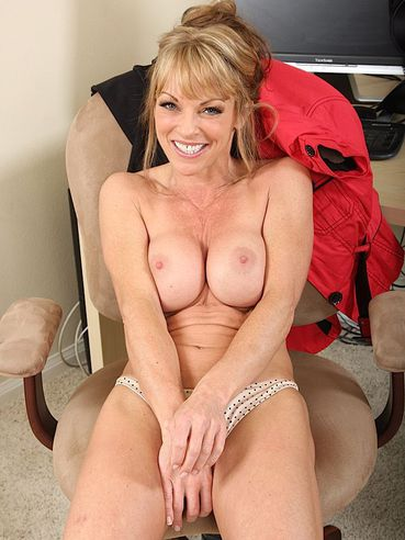 Pics of naked moms