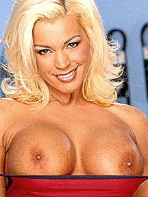 Debby ryan sexy desnuda