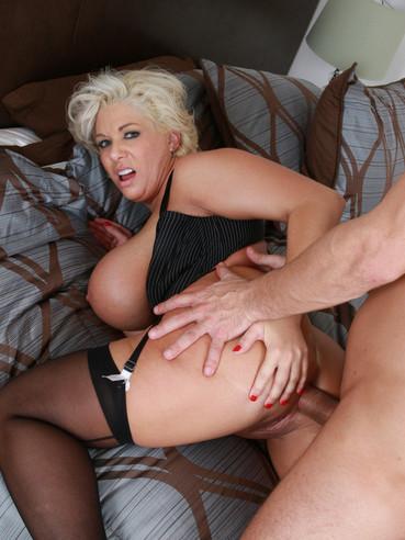 Смотреть групповое порно с claudia marie